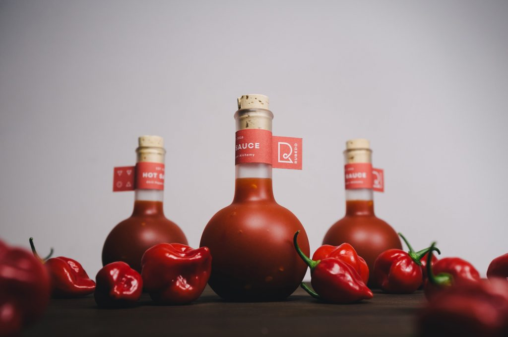 Упаковка красного цвета